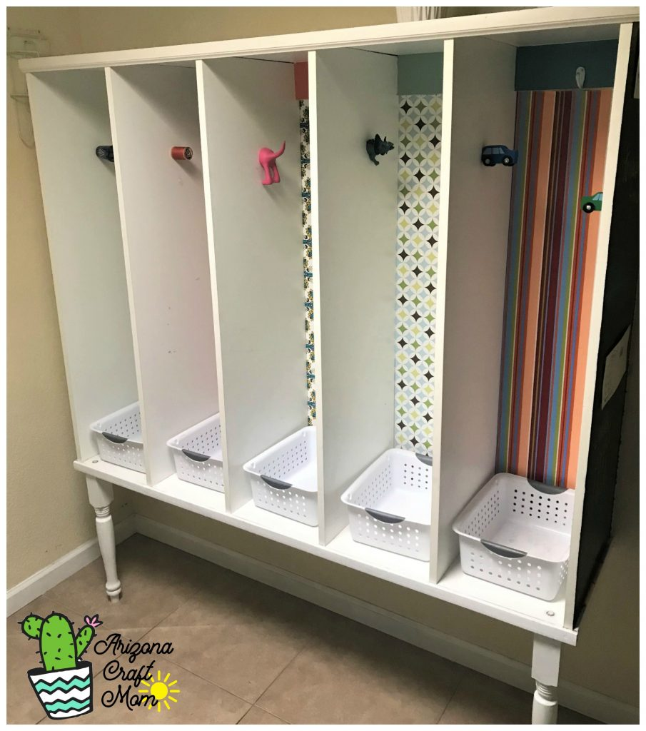 Build the best kids and family mudroom organizer using melamine boards and wooden table legs.