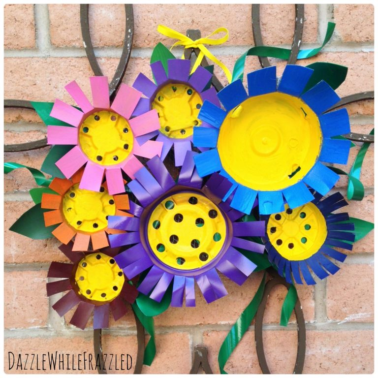 Make Your Own Flower Front Door Decor Using Plastic Nursery Pots | DazzleWhileFrazzled.com